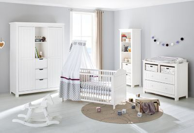 Pinolino Komplett Kinderzimmer NINA, 3-tlg. (Kinderbett, breite Wickelkommode und großer 2-türiger Kleiderschrank mit Mittelregal), massiv/Weiß lasiert weiß Gr. 70 x 140