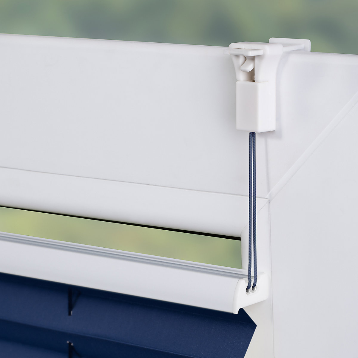 plissee klemmfix thermo ohne bohren verspannt verdunkelung blau blau lichtblick yomonda. Black Bedroom Furniture Sets. Home Design Ideas