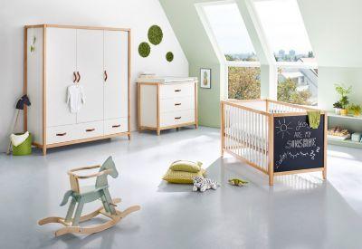 Komplett Kinderzimmer Calimero, breit und groß, 3-tlg. (Kinderbett 70 x 140 cm, breite Wickelkommode und Kleiderschrank 3-türig), weiß lackiert, Buche mit Tafellack